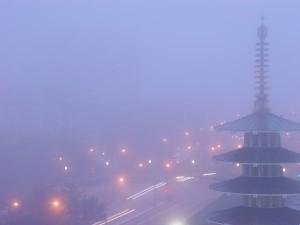 霧のJAPAN TOWN(五重の塔とGEARY STREET)