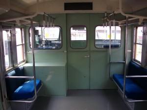 クハ115-188なんかも、こんな感じの扉だったなぁ。